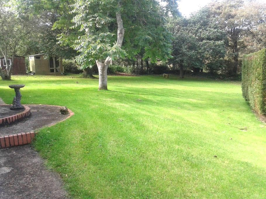 Large spacious house and garden very private - Saint Hilary
