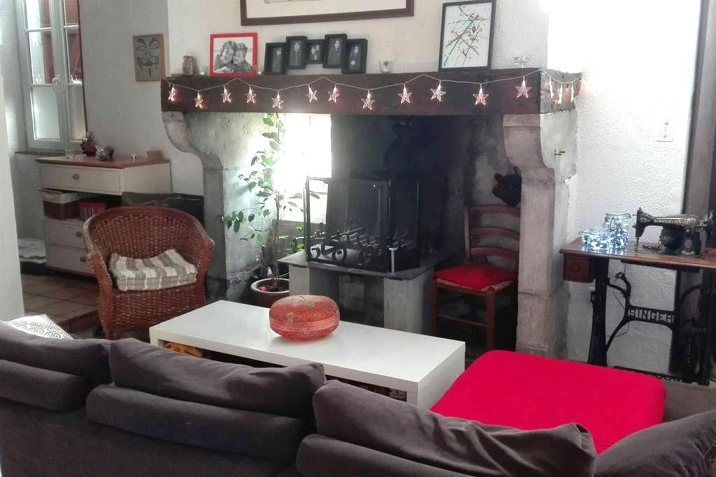 Chambre dans le quartier historique - Orthez - Casa