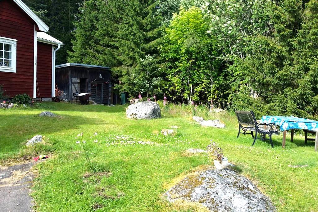 Liten stuga i skogsbrynet - Mellanborg - บ้าน