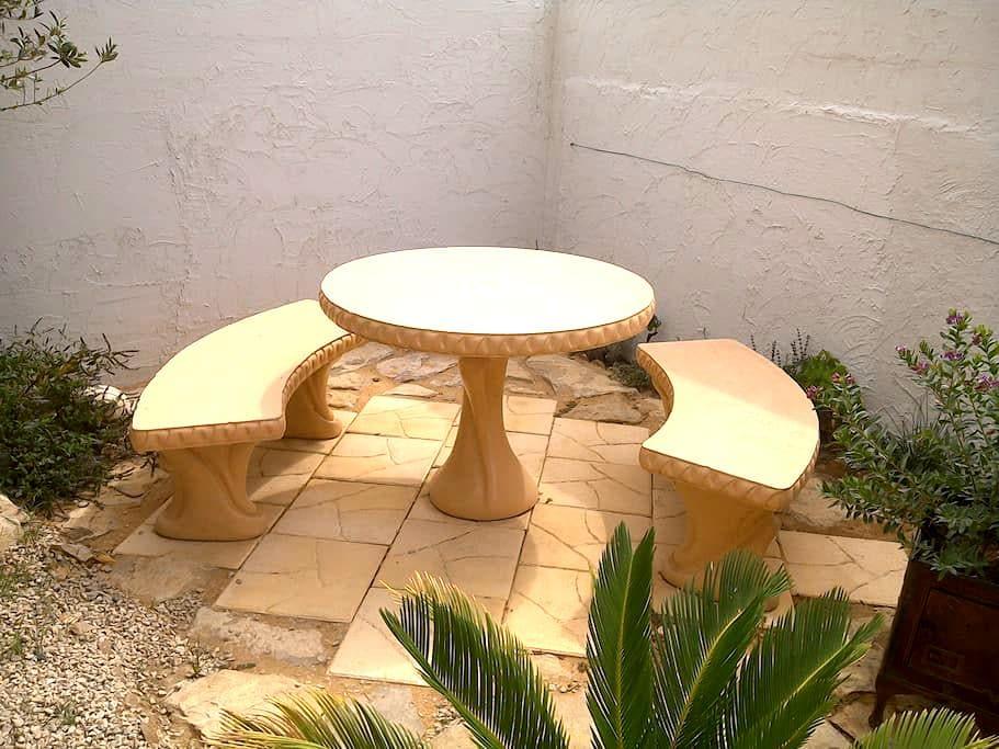 Chambre indépendante avec terrasse - Marsillargues - Villa
