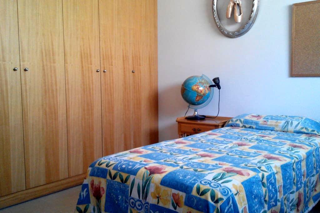 habitacion individual con baño priv - Alcorcón - Apartment