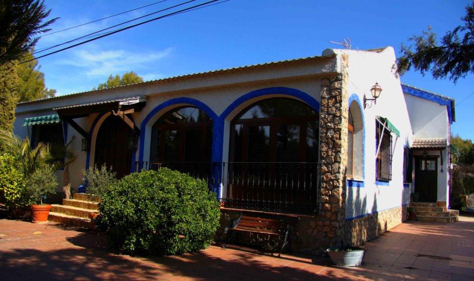 Quijote Wine Tours Villa main entry