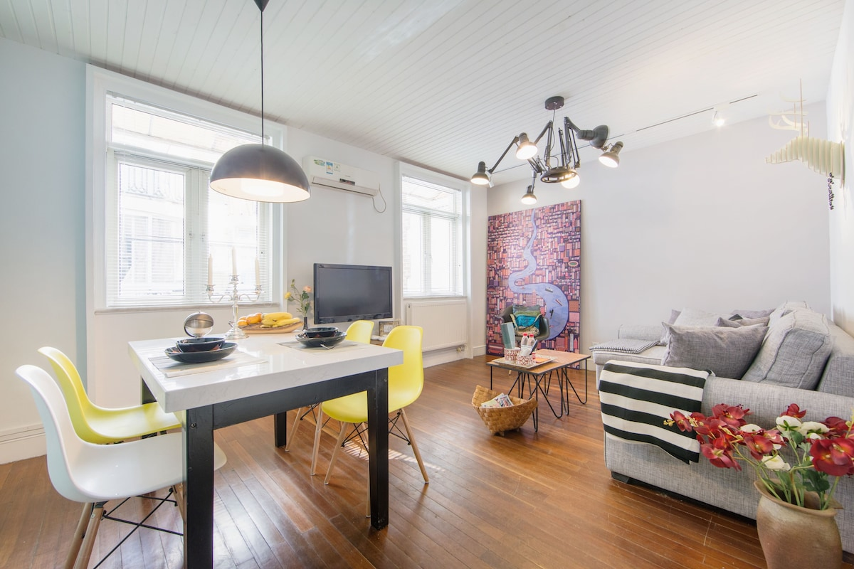 Modern style flat in People Square