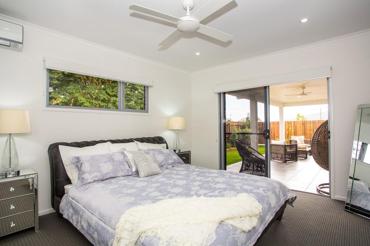 Luxury Modern 4 Bedroom Townhouse