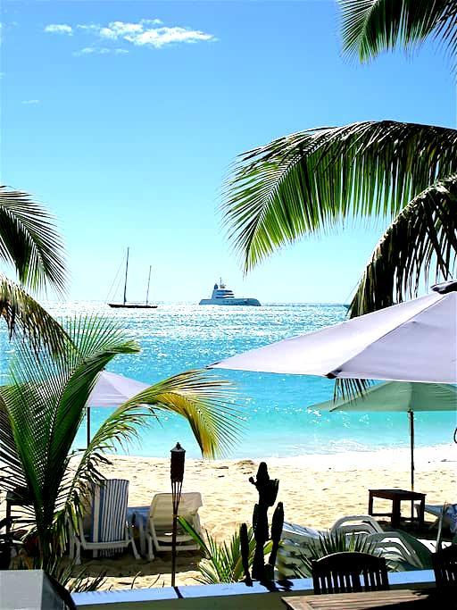 Azure Boutique Beach Hotel - Simpson Bay - Boutique-hotelli