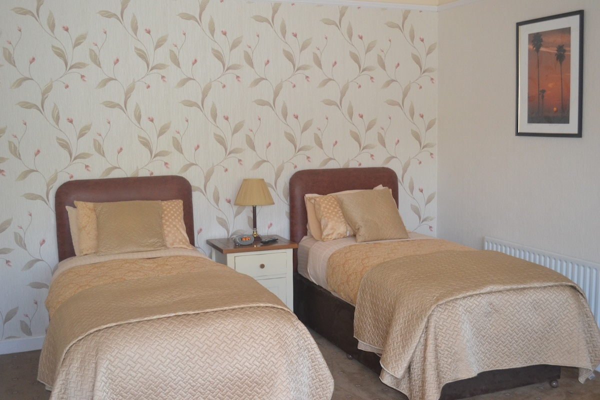 twin bedded room(2 beds 2people)