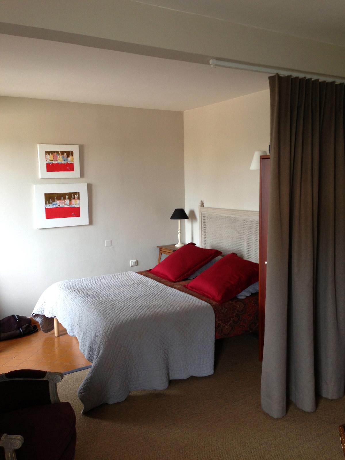 Lit double d'1m60 - Queen size bed