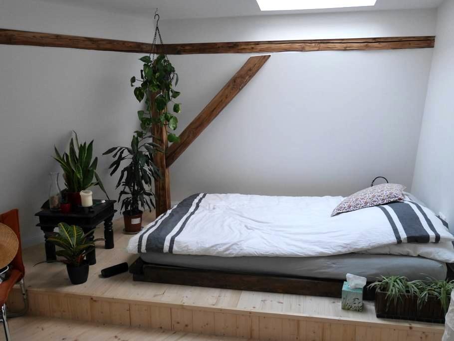 Helles, gemütliches Privatzimmer in einer WG - Frankfurt am Main - Wohnung