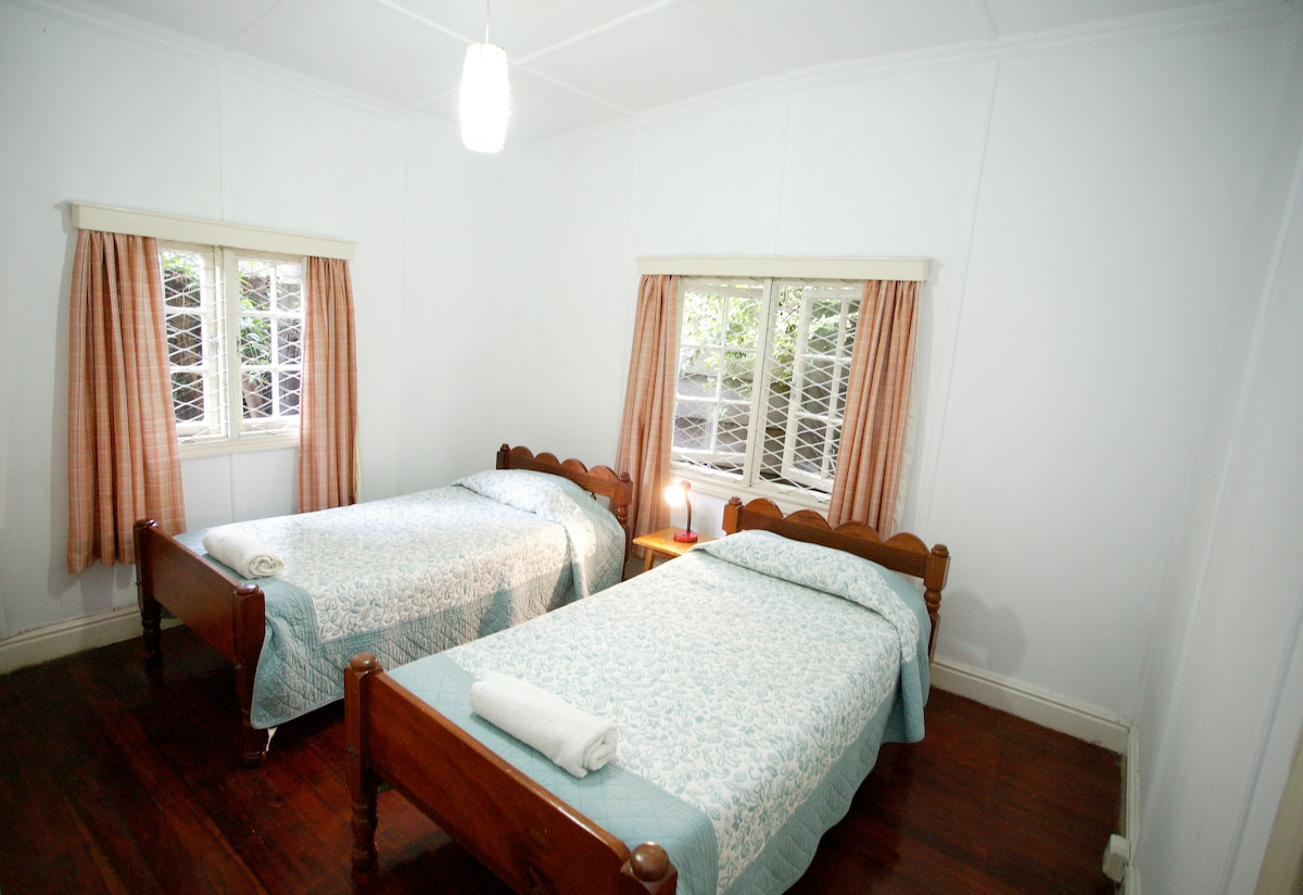 Cottage twin bedroom