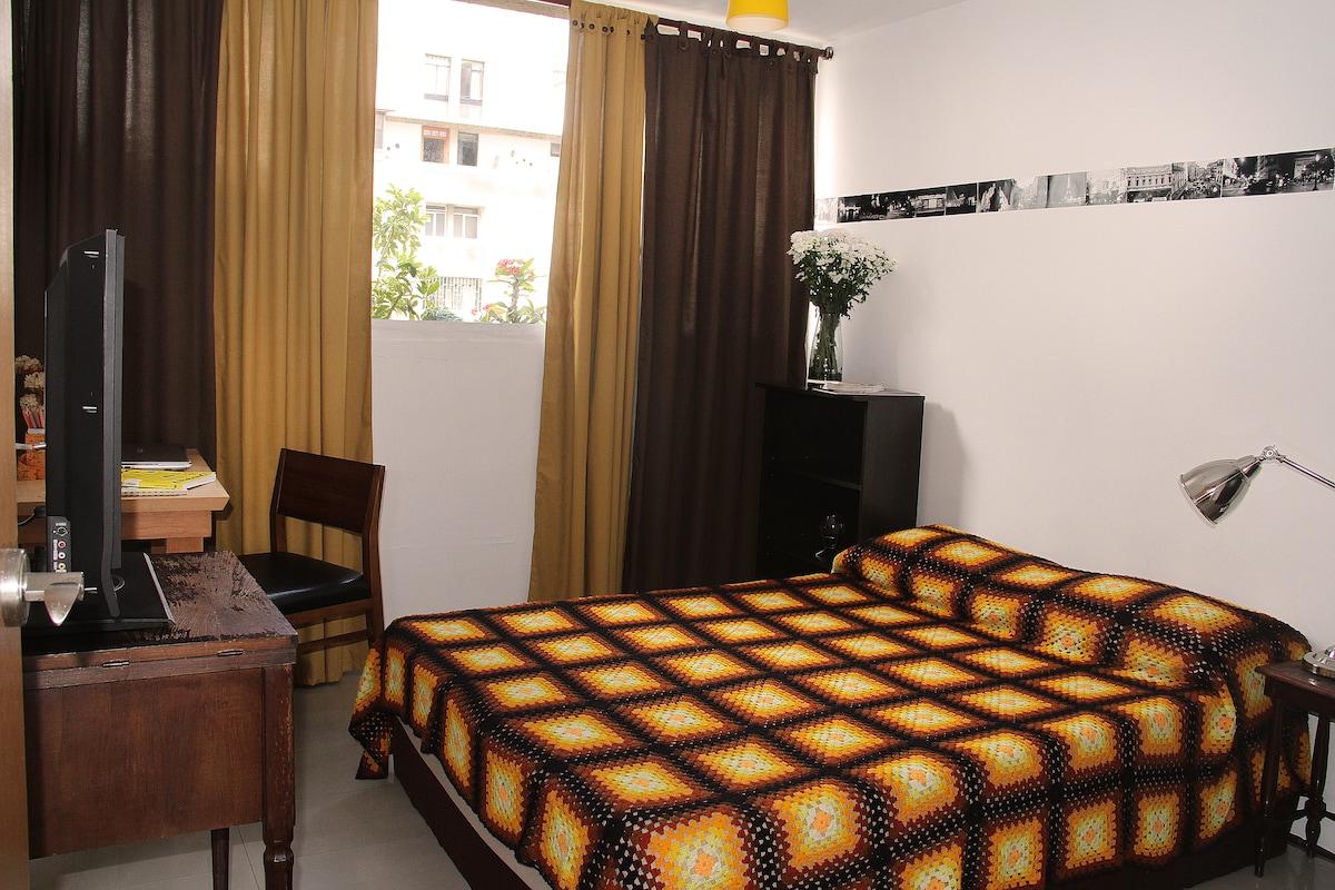 Room in Caracas (Los Palos Grandes)