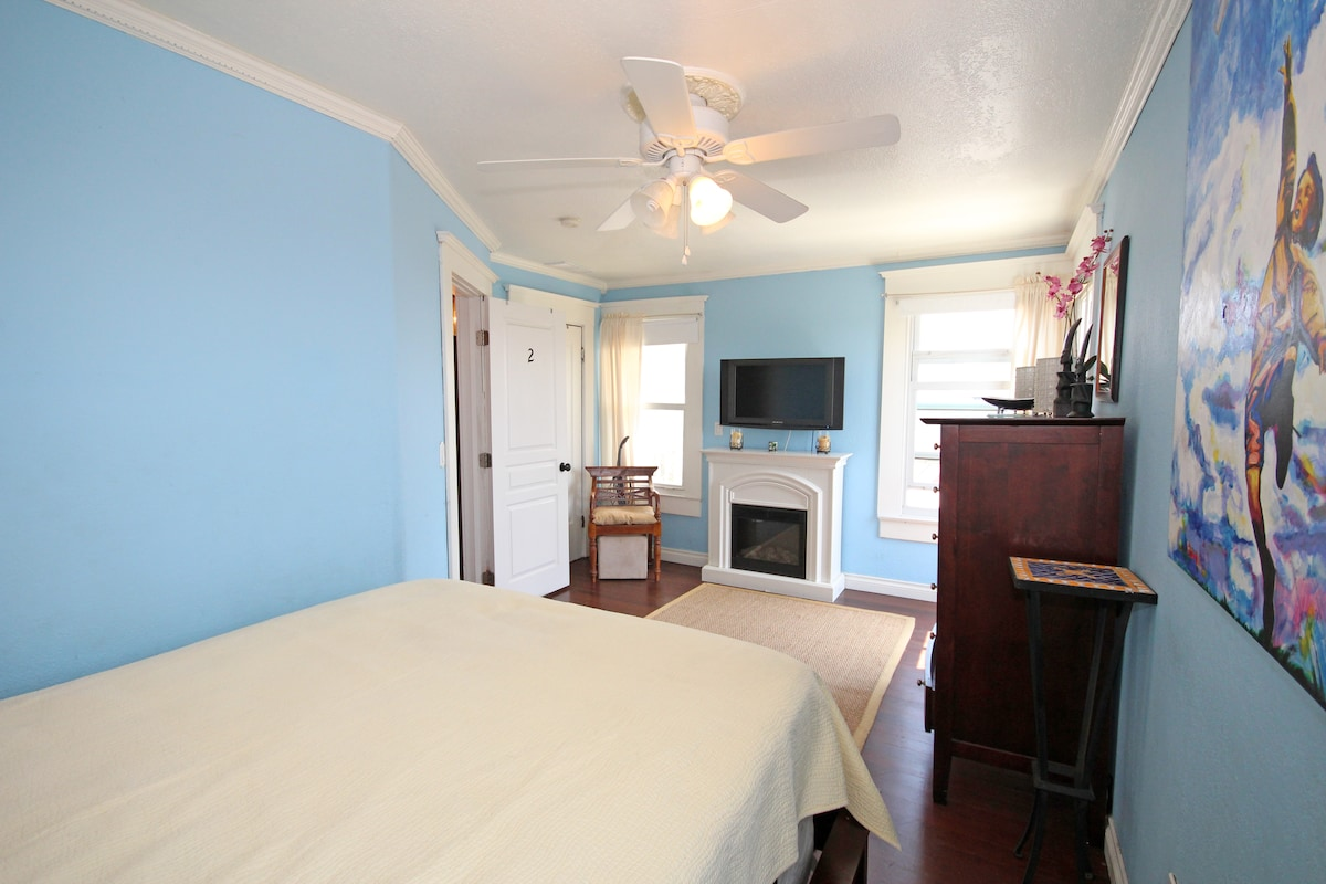 """Blue room private deck 32"""" flat screen t.v. electric fireplace bathroom one foot outside door"""
