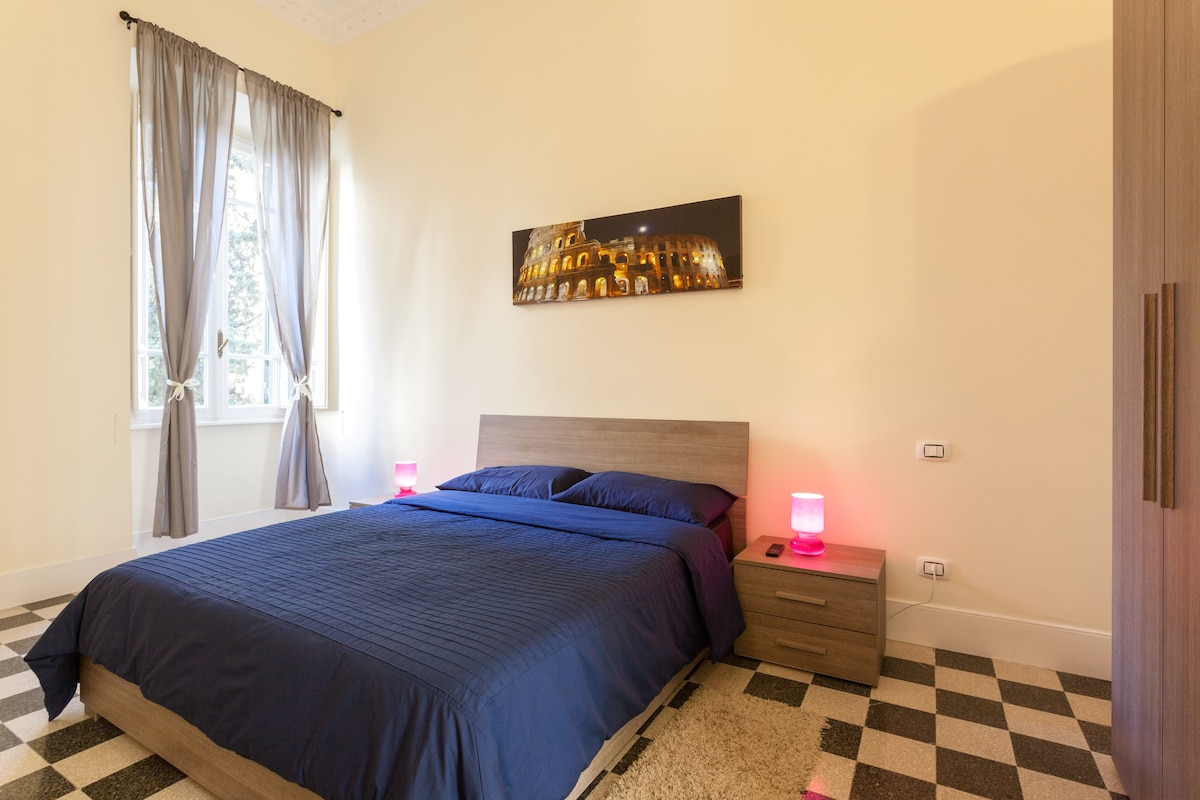 Large Room Colosseo Near Termini