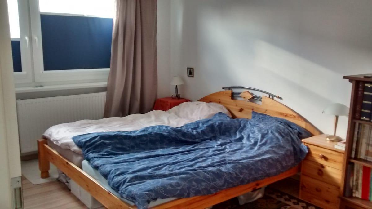 Ruhiges Zimmer in grüner Gegend