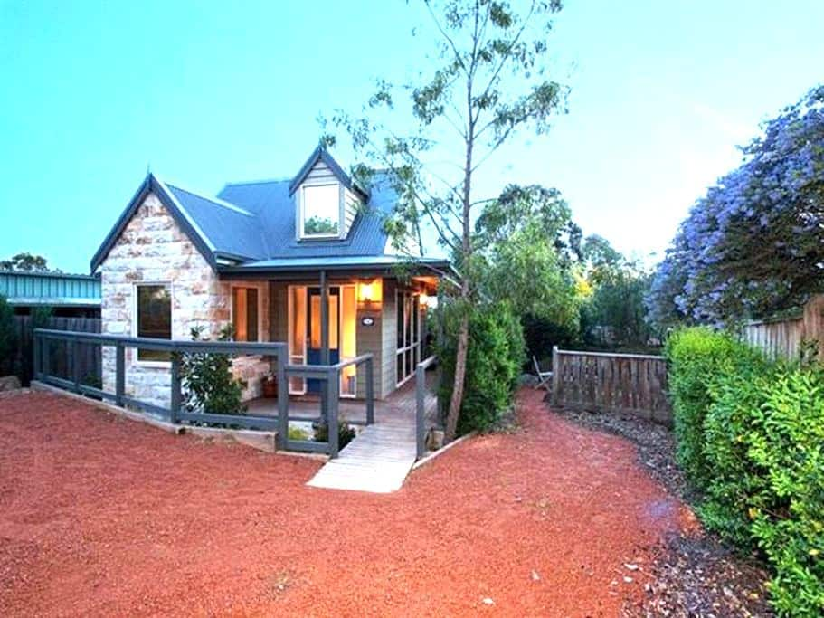 Two Truffles B&B - Acorn Cottage - Yarra Glen - Bed & Breakfast