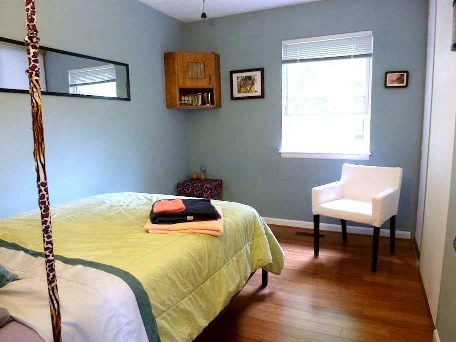 Room off South Main St. on Bus Line - Blacksburg - Townhouse