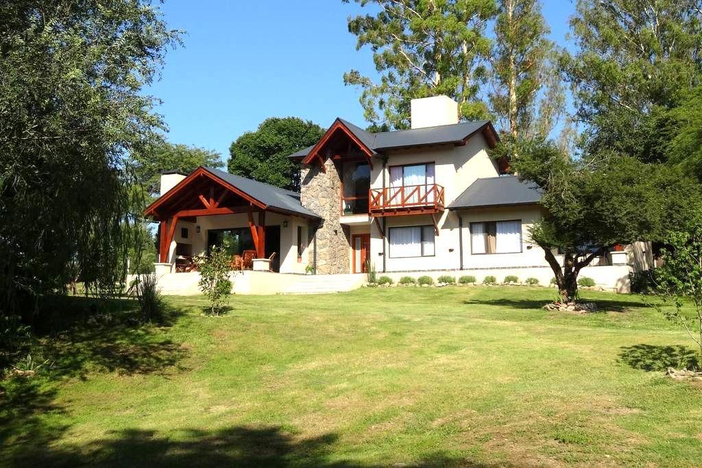 LE BEL EDEN -Chambre d'Hôtes B&B*** - Villa General Belgrano - Bed & Breakfast