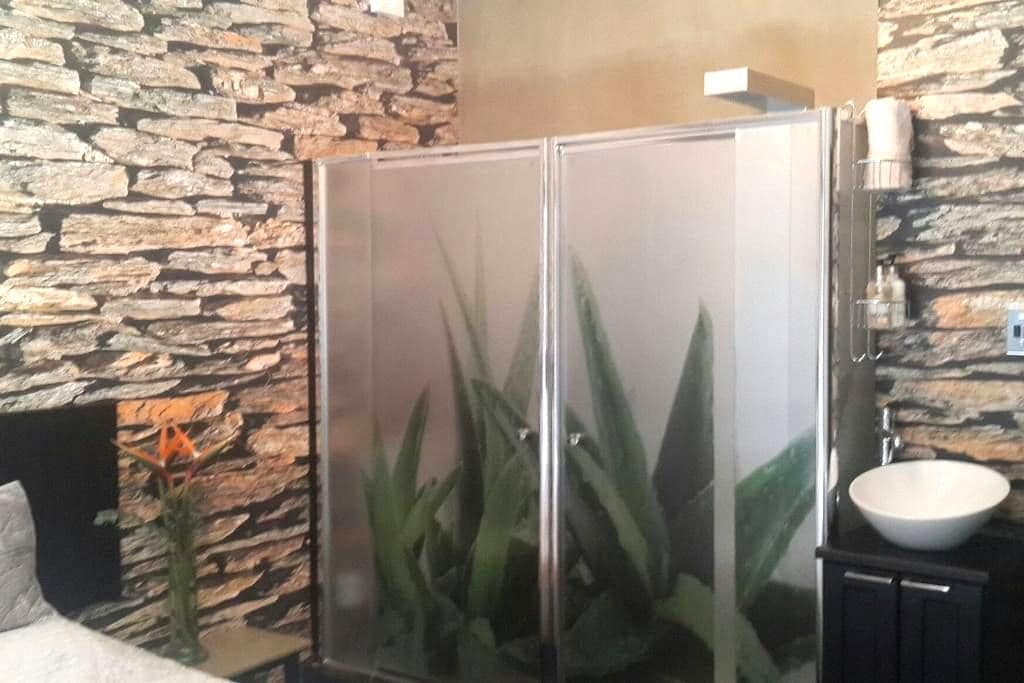 Private room with shared living - Windhoek - Haus
