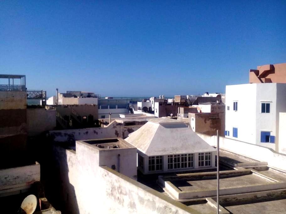 Appt avec belle terrasse et wifi - เอสเซาอิรา - อพาร์ทเมนท์