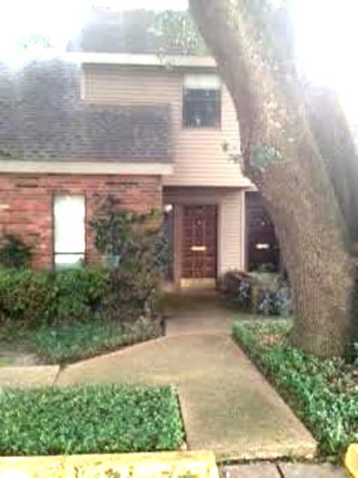 Beautiful town home near NOLA/BR - แฮมมอนด์ - อพาร์ทเมนท์