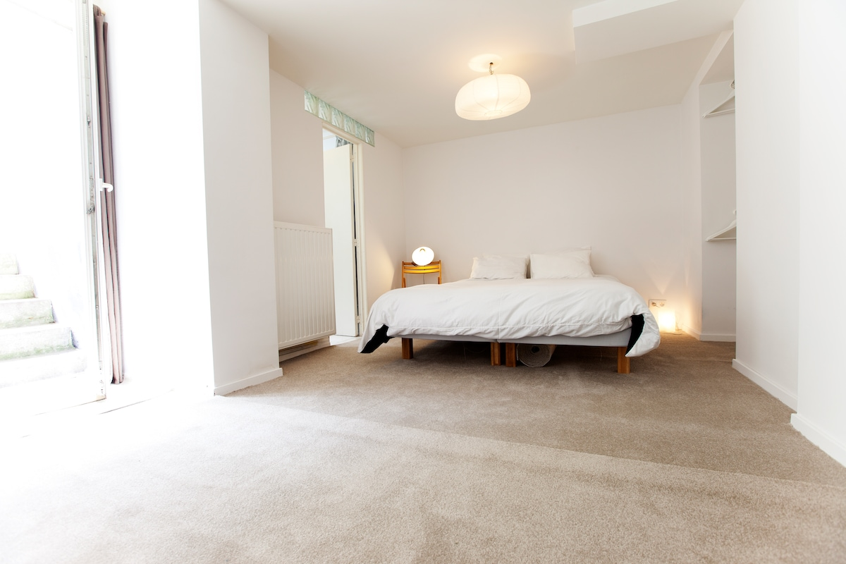 Apartment in trendy Châtelain area