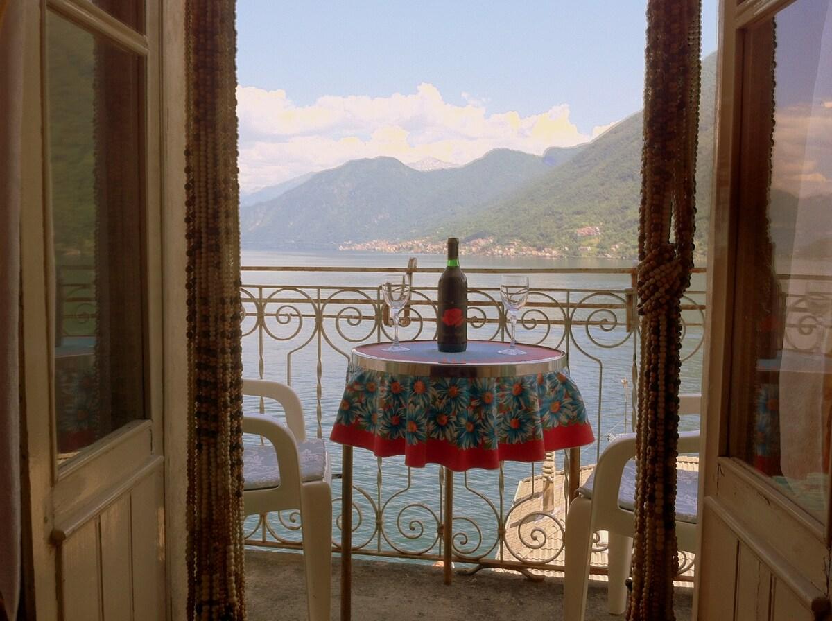 Charming Apt with Stunning Views