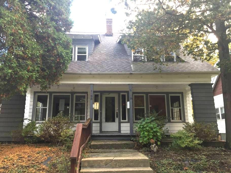 Cleveland Heights. 1495 Parkhill, - Cleveland Heights - Szeregowiec