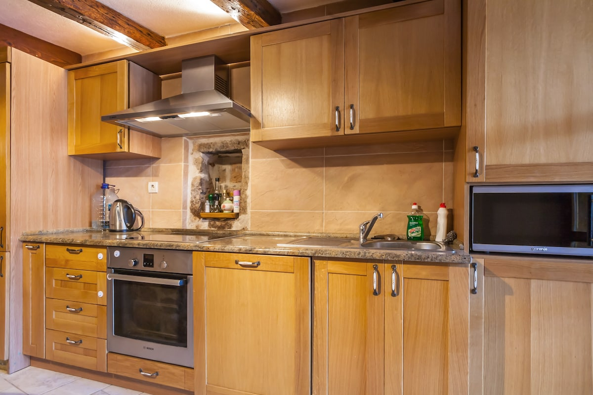 A well appointed and equipped kitchen in to prepare foods, much of which you can buy locally- especially cheese, honey and milk.. (but lots more as well. or buy in local shops and supermarkets).. The kitchen-dining room is a great space to prepare meals o