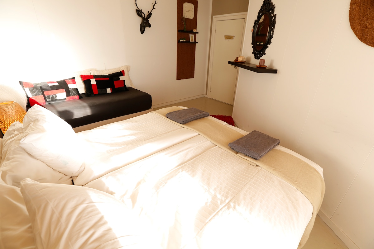B14 Guest house Room down town #4