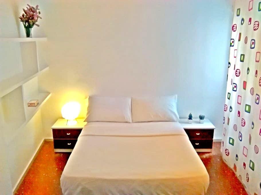Pretty room in San Basilio - Cordoba - Huis