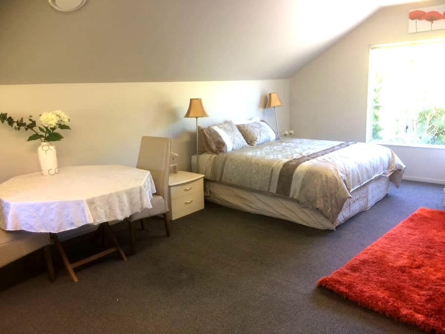 The Loft  Taupo  (Self-Contained/Private entrance) - Taupo - Loft