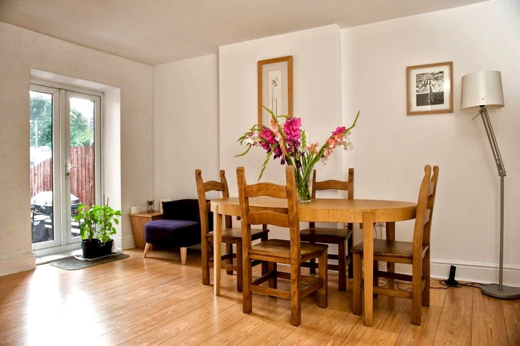 Lovely room in friendly House - Sheffield - Bed & Breakfast