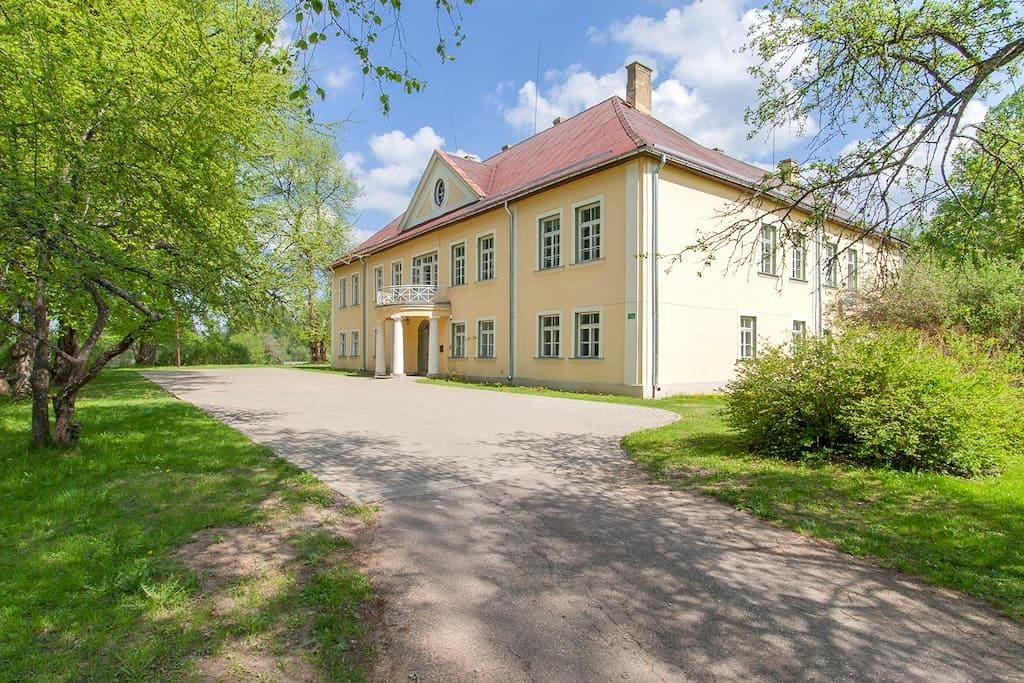 Apartment in a manor 35km from Riga - Mencendarbe