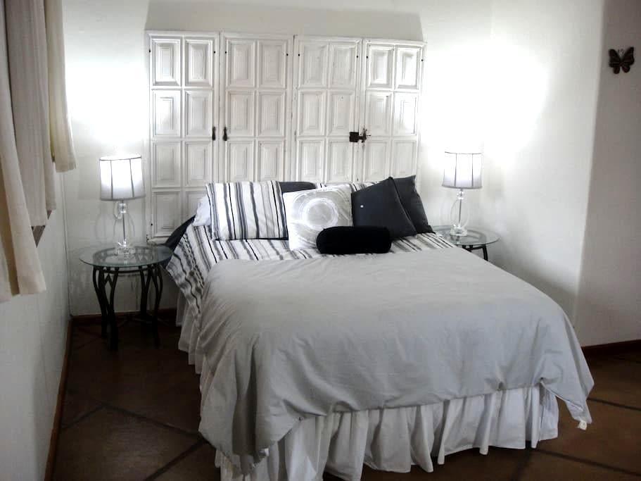 White Doors/ Colonial Style Villa - クエルナバカ - 別荘