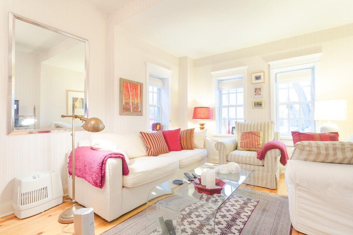 Bright one bedroom on quiet street!