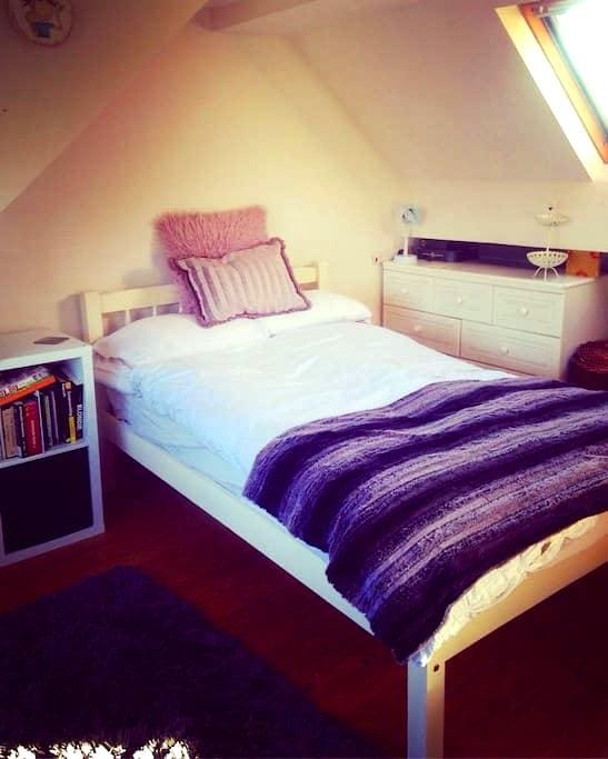 Spacious Double Room with Private Bathroom - Blackburn