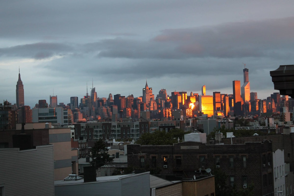 Amazing Rooftop with sightlines of all of Manhattan