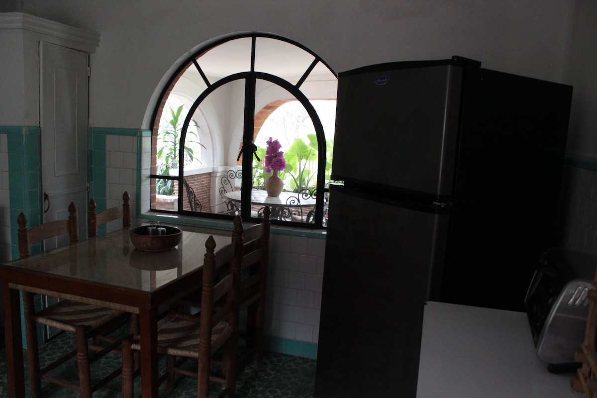 Cocina equipada/ Equipped kitchen with all appliances.