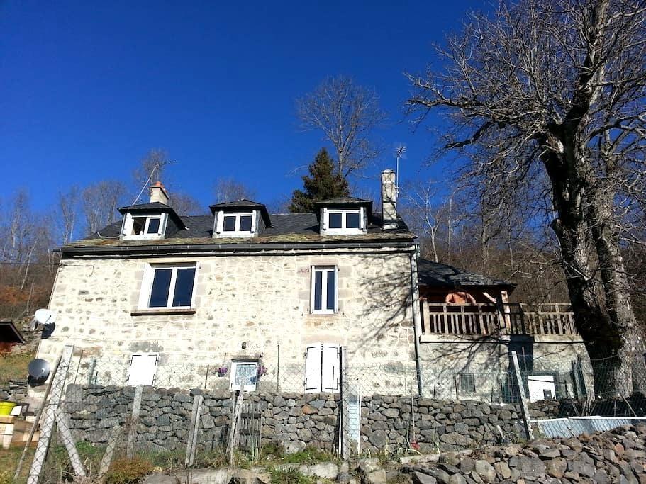 Maison typique en pierre de pays - Murat