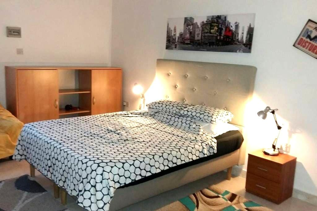 Comfy nice big room in 'Great' central location!*! - (off Rudolph Street)