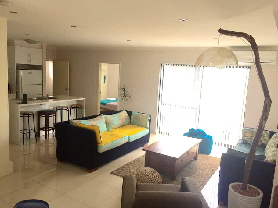 Room with Ensuite in Modern House - East Victoria Park - Rumah