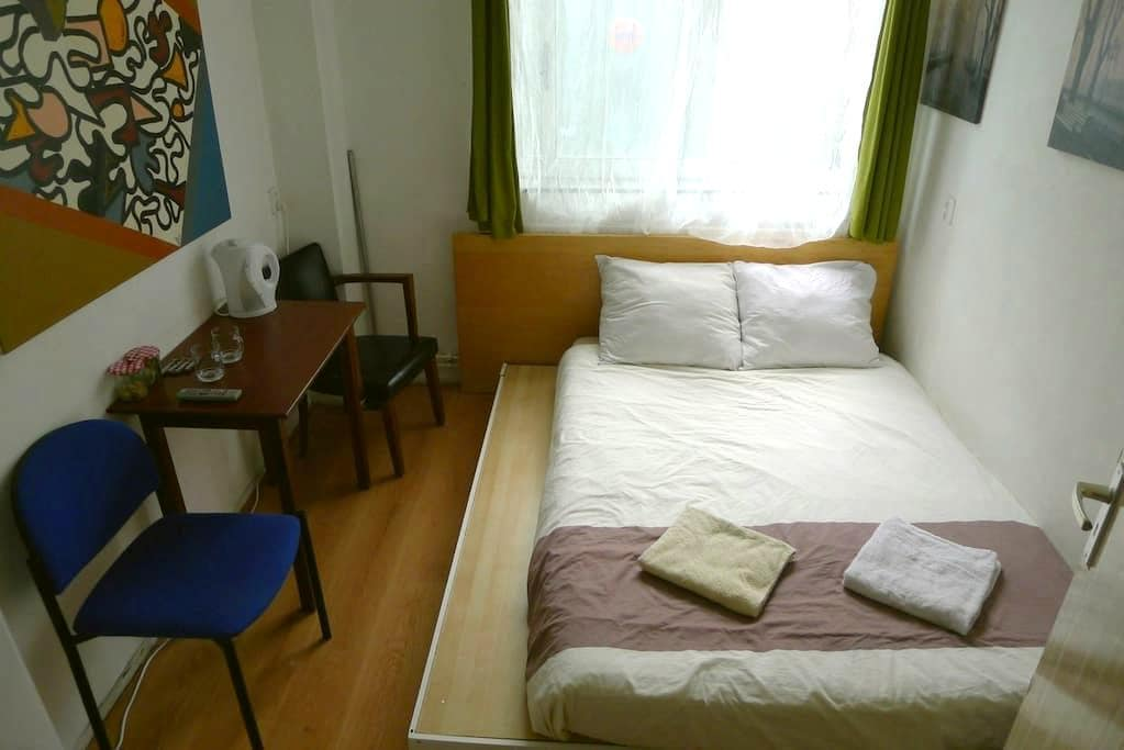 Simple room , Centre of Amsterdam . - Amsterdam - Daire