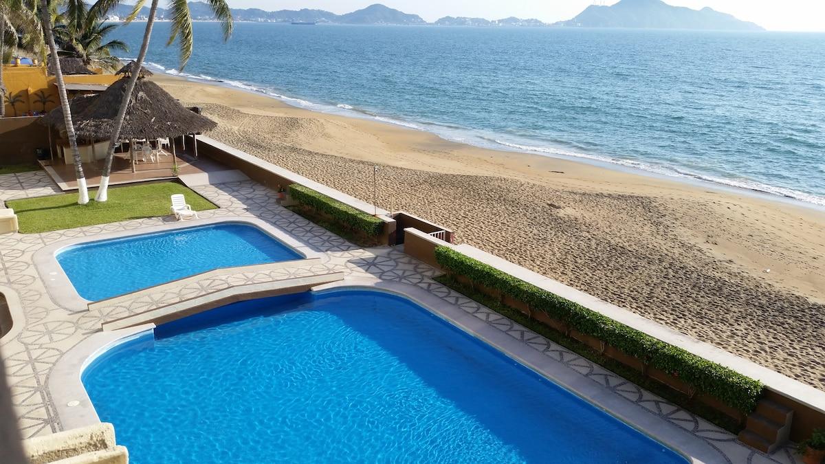 perfect 3 BR beachfront condo on L3