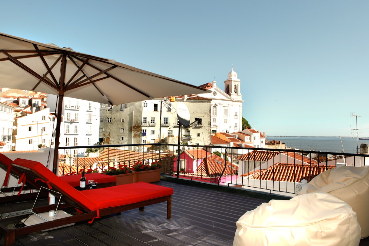 Best terrace river view, Alfama apt