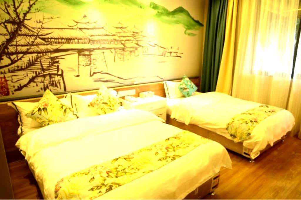位于繁华闹市中的一亩独院,上世纪复古办公楼改造的山水温馨亲子房 - Guilin - Maison