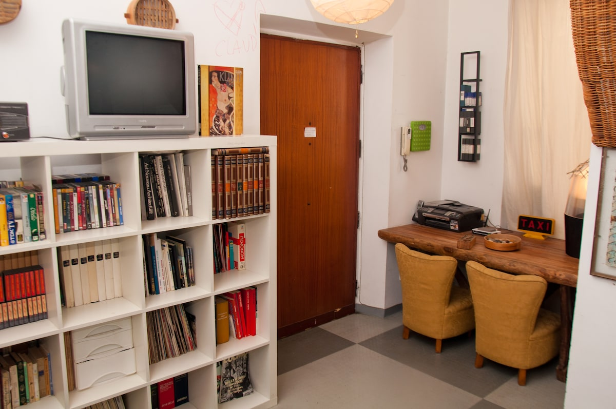 you can organize your trip in a little studio with all the comforts, you have scanner, radio, tv, dvd recorder, and also telephone
