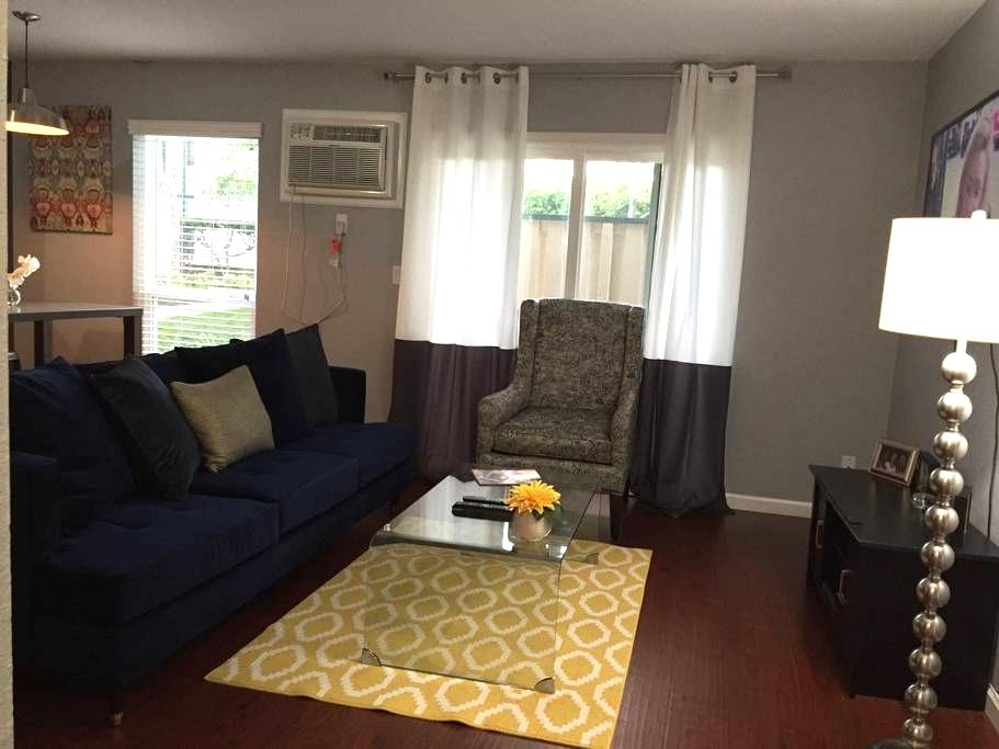 Chic Condo w/ Pool SF/WC Bay Area - Concord - Selveierleilighet