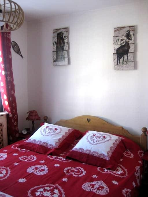 chambre privée 1/2 pension comprise - Albertville - Wohnung