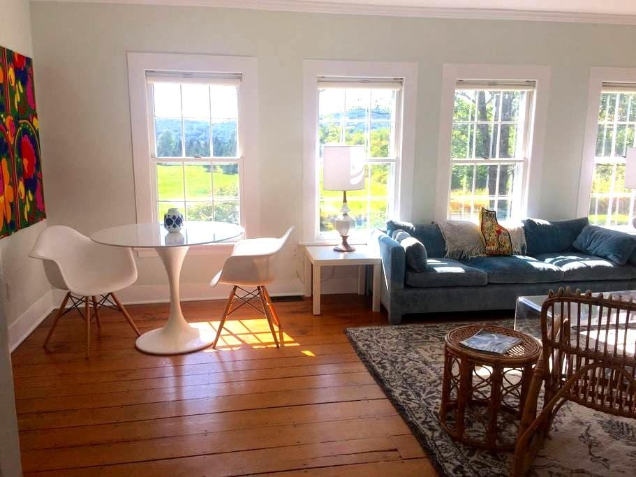 Superb Views in Modern 1820 House - Litchfield - House