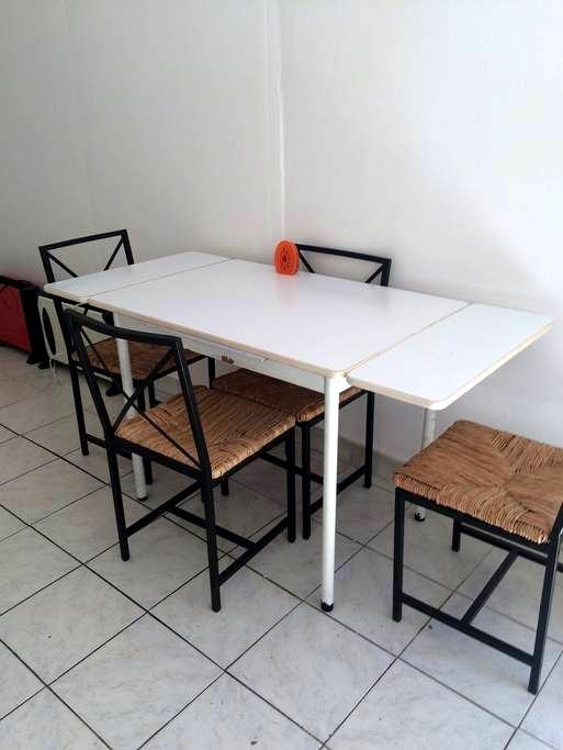 Studio sur jardin pour personne seule - ドランシー - アパート