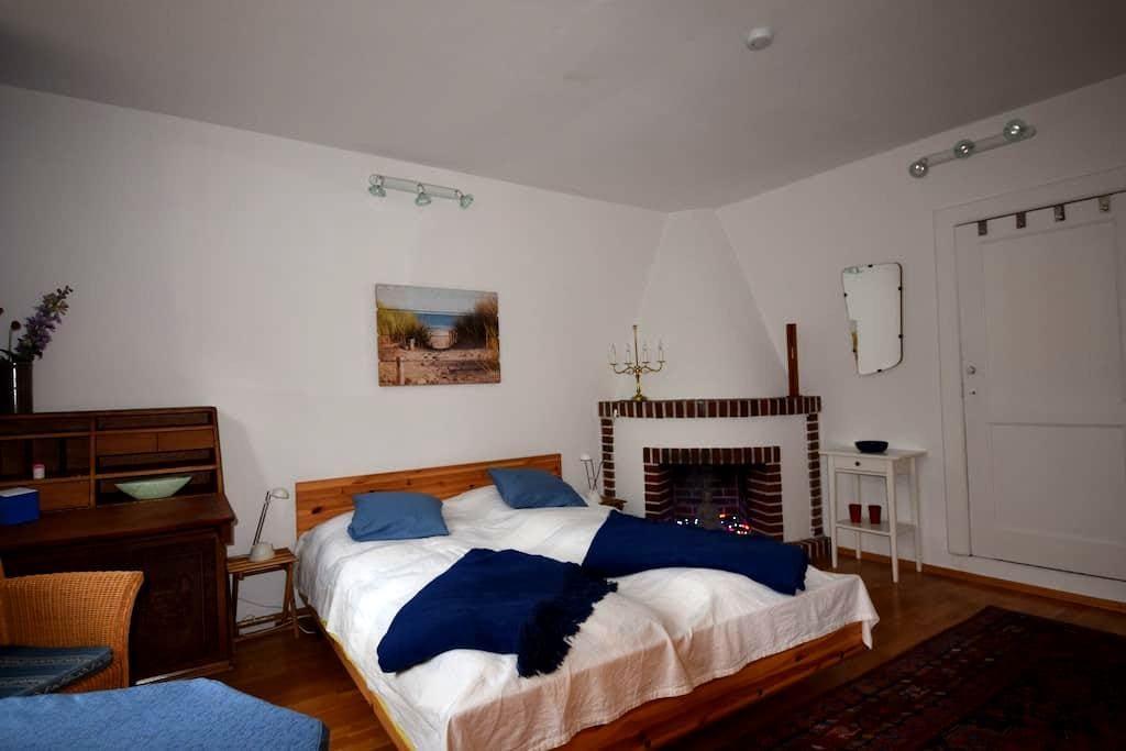 Gemütliches Zimmer in einem gastfreundlichen Haus - Bremen - Bed & Breakfast